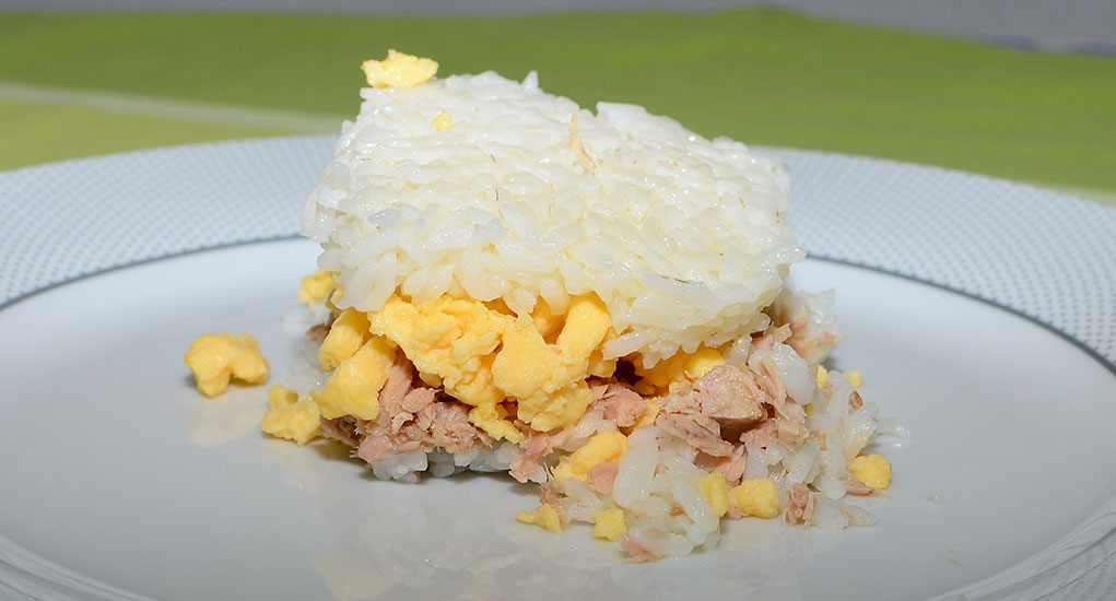 Receita fácil de arroz atum e ovos